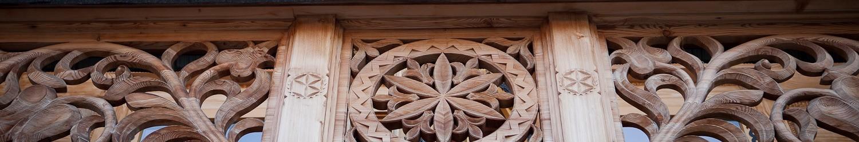 Tkaniny do wystroju wnętrza w domu z bali drewna lub karczmy z bala