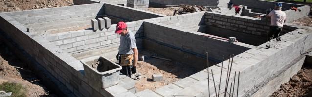 Budowa domu z bali – etap I – ławy i fundamenty